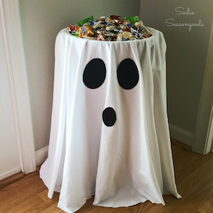 DIY Ghost Candy Stand