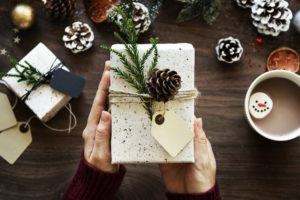 These Christmas hacks are THE BEST! I am so happy I found these GREAT ideas and tips! Now I have great ways to make my home smell great on a budget. So pinning!